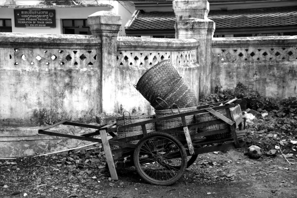On the temple grounds one still finds many traditional methods of porting and travel
