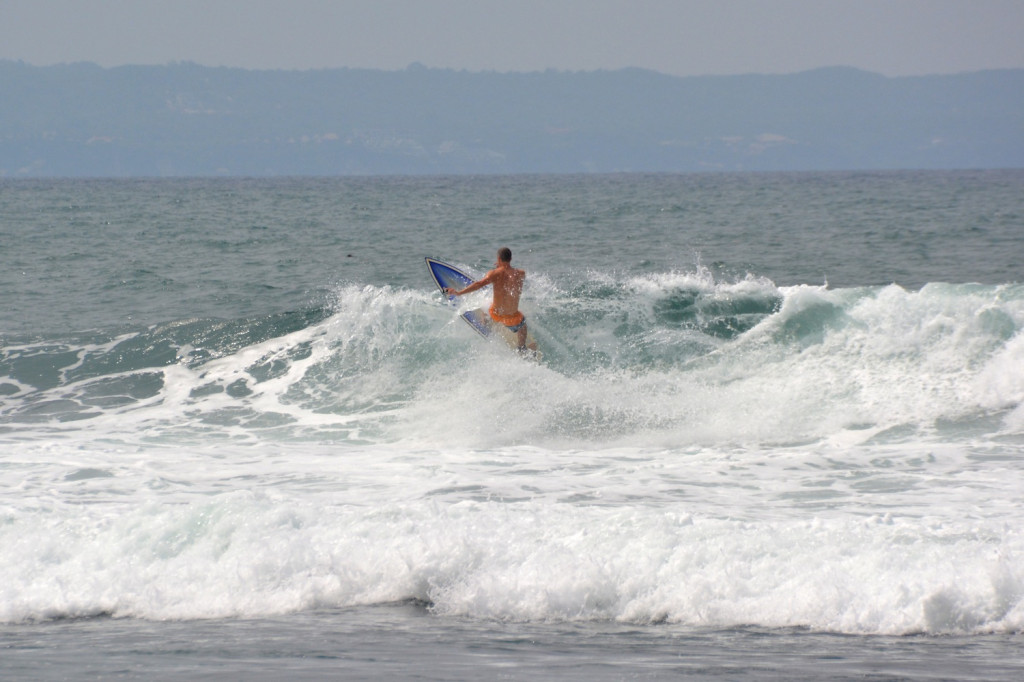 Staffan trying to make the most of a small wave at Canggu